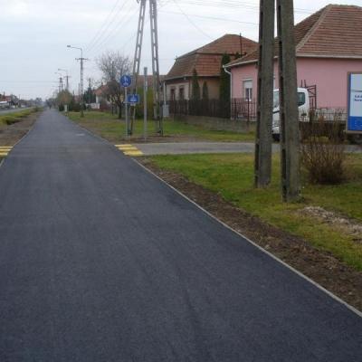 Kerékpárút építés a Bagosi utca mentén Hosszúpályiban
